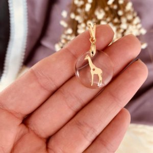 Pingente acrílico Girafa sem plaquinha folheado em ouro 18K