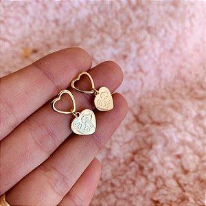 Brinco de argolinha de coração de cachorrinho folheado em ouro 18K