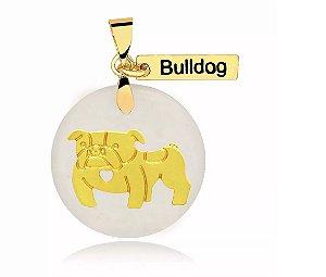 Pingente madrepérola raça Bulldog Inglês folheado em ouro 18k