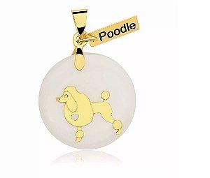 Pingente madrepérola raça Poodle folheado em ouro 18k