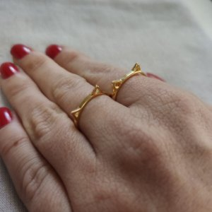 Anel orelhinha de gato folheado em ouro 18K