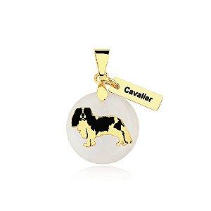 Pingente madrepérola raça Cavalier folheado em ouro 18k