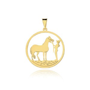 Pingente redondo de Cavalo e menina folheado em ouro 18k