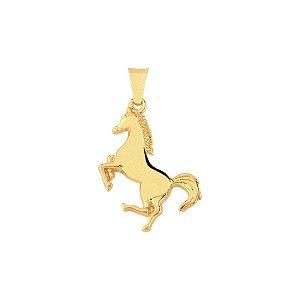 Pingente cavalo em pé folheado em ouro 18k