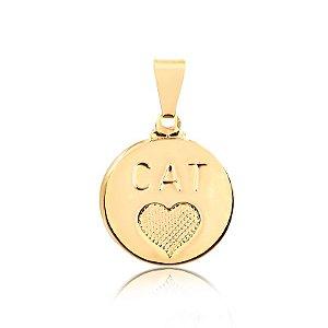 Pingente redondo com coração e palavra Cat (Gato) folheado em ouro 18k