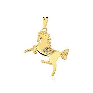 Pingente cavalo com zircônias no corpo folheado em ouro 18k