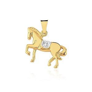 Pingente cavalo com pedras de zircônia folheado em ouro 18k