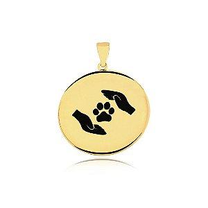 Pingente Proteção Animal logo mãos folheado em ouro 18k