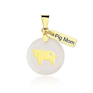 Pingente madrepérola Pig Mom folheado em ouro 18k