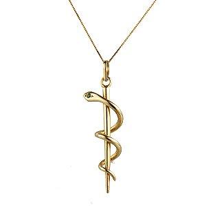 Pingente em ouro amarelo 18k liso símbolo da medicina com uma pedra de esmeralda nos olhos da serpente PC 10.75