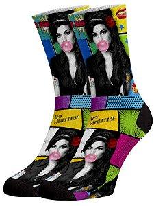 Amy Winehouse meias divertidas e coloridas