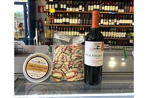 Kit 24 para 2 pessoas: Sorrentino de Queijo Brie e Damasco + Molho de Tomate Cereja com Sálvia + Vinho Carbenet Reserva Isla Negra