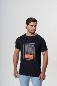 Camiseta Preta Maori Estampa Barras