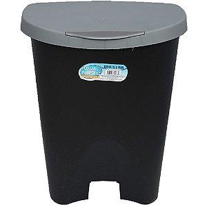 Lixeira Preta com Pedal Usual Plastic 7,5 Litros - Medidas: 22,5 × 20,5 × 28,2 cm - Ref. 251