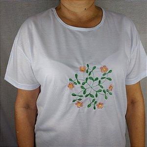 Camiseta Branca Bordada a máquina - Flores.