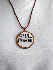 Colar com Pingente Bordado - Girl Power