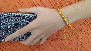 Phone Strap - cordão para celular, tipo pulseira em canutilho amarelo claro e laranja.