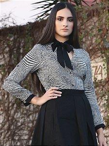 Camisa feminina estampa geométrica manga longa