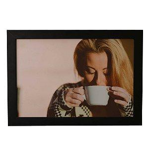Quadro Decorativo Mulher Tomando Café