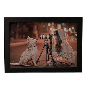 Quadro Decorativo Fotógrafa e Cão
