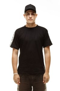Camiseta Preta Basica com Faixa