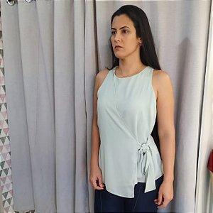 Blusa com transpasse e  Amarração lateral