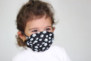 Máscara Infantil de Coração com Patinhas (para crianças de 2 a 5 anos)