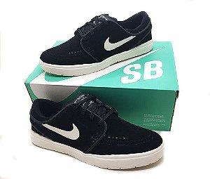 Tênis Nike SB Janoski Preto/Branco