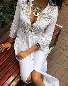 Vestido branco de tela com renda