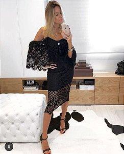 Vestido de renda com mangas