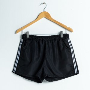 Shorts com Fita rígida lateral - Preto