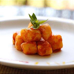 Gnocchi de batata  feito com 100% batata , massa leve  ideal com molho sugo pacote com 500  g serve   até 3 pessoas