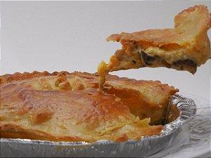 Torta de palmito e alho-porró , deliciosa massa leve, bem recheada e com bordas crocantes 480 g. Serve 5  fatias.