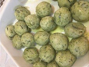 Gnocchi verde de espinafre recheado de três queijos ( gorgonzola , ricota e mussarela)   500 g serve até 3 pessoas