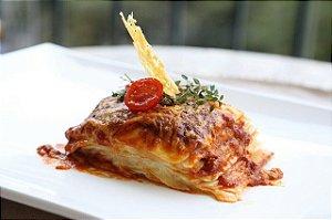 Lasanha Bolonhesa - carne bovina , mussarela, molho de tomate pelado. 700g serve bem 3 pessoas