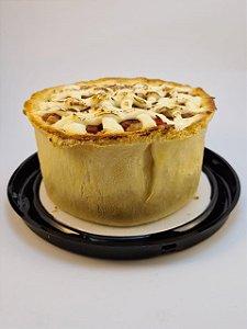 Torta de pernil e cream cheese, leve, com recheio generoso. Serve 5 a 6 fatias. Vem congelada, só aquecer no forno convencional.