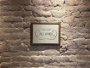 Quadro por Denise Homsi, com frase: Fica Avonts, madeira em relevo 29x38 cm