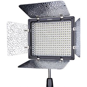 Iluminador LED Yongnuo YN-300 III sem Carregador de Bateria