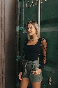 Blusa com manga em tule pretinha