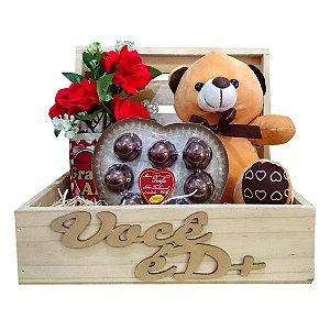 Baú com Flores e Chocolate