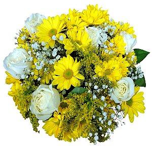 Buquê com Margaridas Amarelas e 6 Rosas Brancas Nacionais