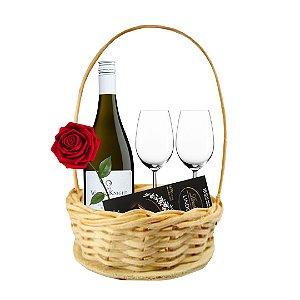 Cesta Noite de Amor com Vinho + Rosa + 02 Taças e Chocolate