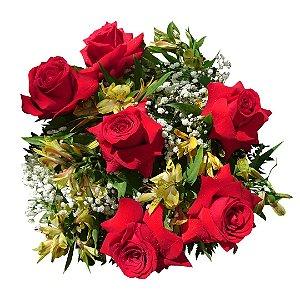 Buquê com 06 Rosas Colombianas Vermelhas e Astromélias