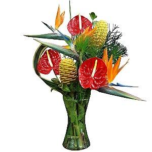Arranjo com  Antúrios e Strelitzia no Vaso de Vidro