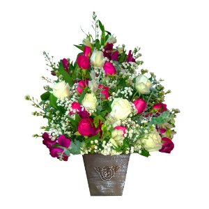 Arranjo com Rosas Brancas e Pink no Cachepot de Madeirta