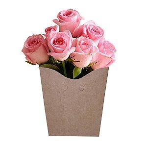 12 Rosas Cor de Rosa Nacional na Espuma Floral e no Cachepot de Papelão para Presente.