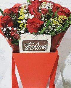 BOX FLOWER COM MEIA DUZIA DE ROSAS VERMELHAS E CHOCOLATES