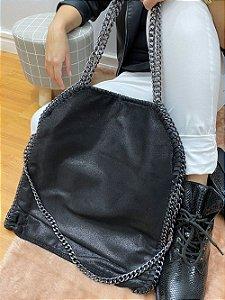 Bolsa sacola feminina Estela com correntes grande preta