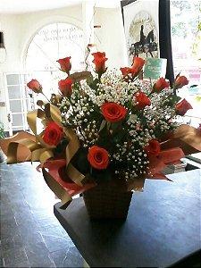Arranjo na Caixa com 15 Botões de Rosas