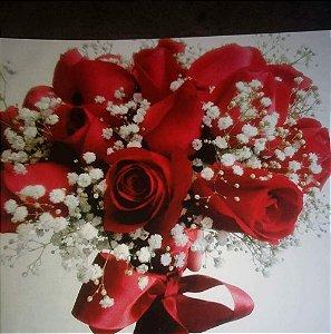 Buquê de noiva com 24 botões de rosas e laço simples em cetim